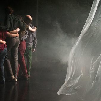 Compagnie de l'Oiseau Mouche mise en scène par Christian Rizzo. Photographie Frédéric Iovino.